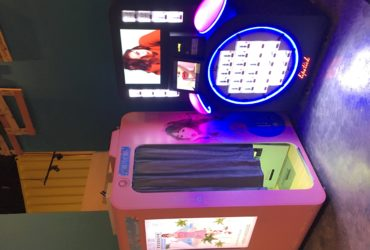 Digital cosplay photobooth and prize game machine