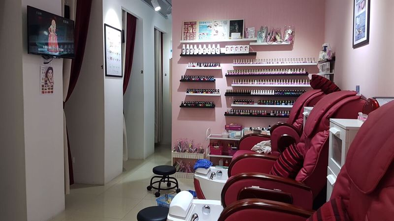 Nicely Renovated Beauty And Nail Salon For Takeover in Shopping Mall